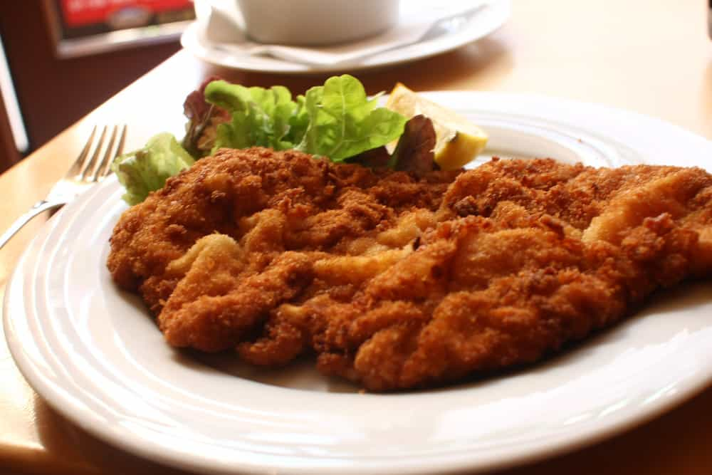 Escalope schnitzel is one of the foods that start with E